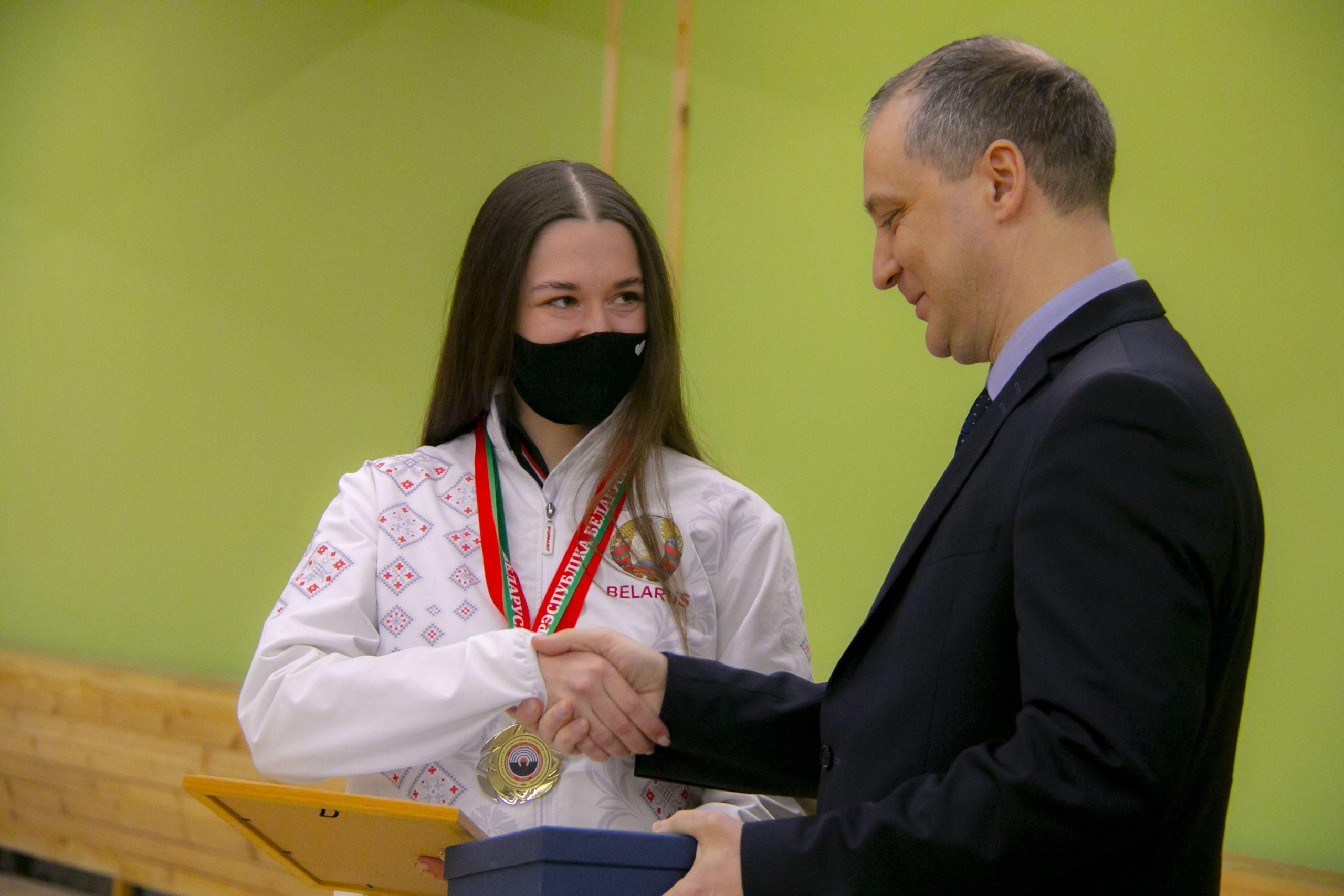 Награждение-В.Пронько